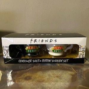 Friends Series Ceramic Salt and pepper shaker set